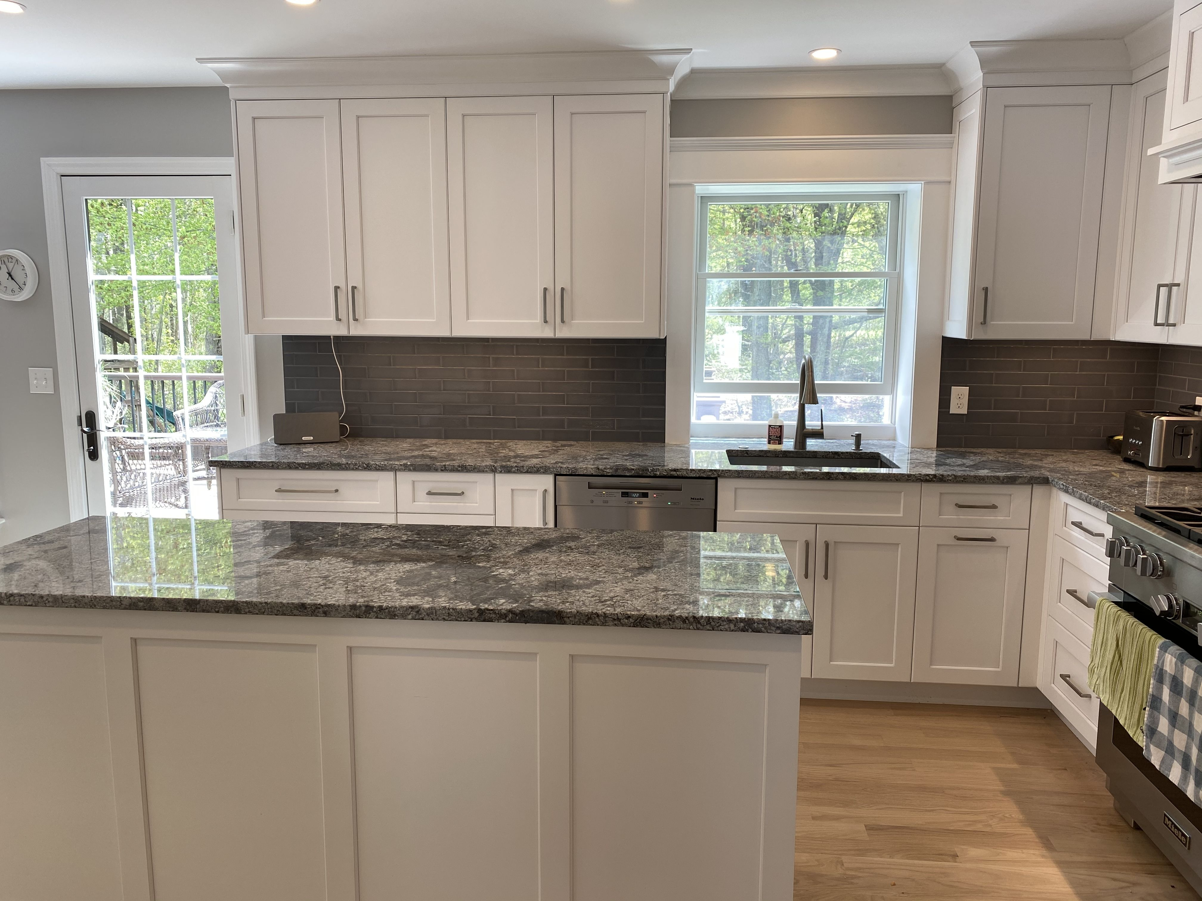 Sink Window In 2020 Kitchen Kitchen Cabinets Sink