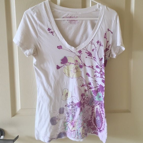 American Eagle T-shirt American Eagle Favorite T-Shirt size large. Very small pin size stain by yellow flower. ( I actually just noticed it) American Eagle Outfitters Tops Tees - Short Sleeve