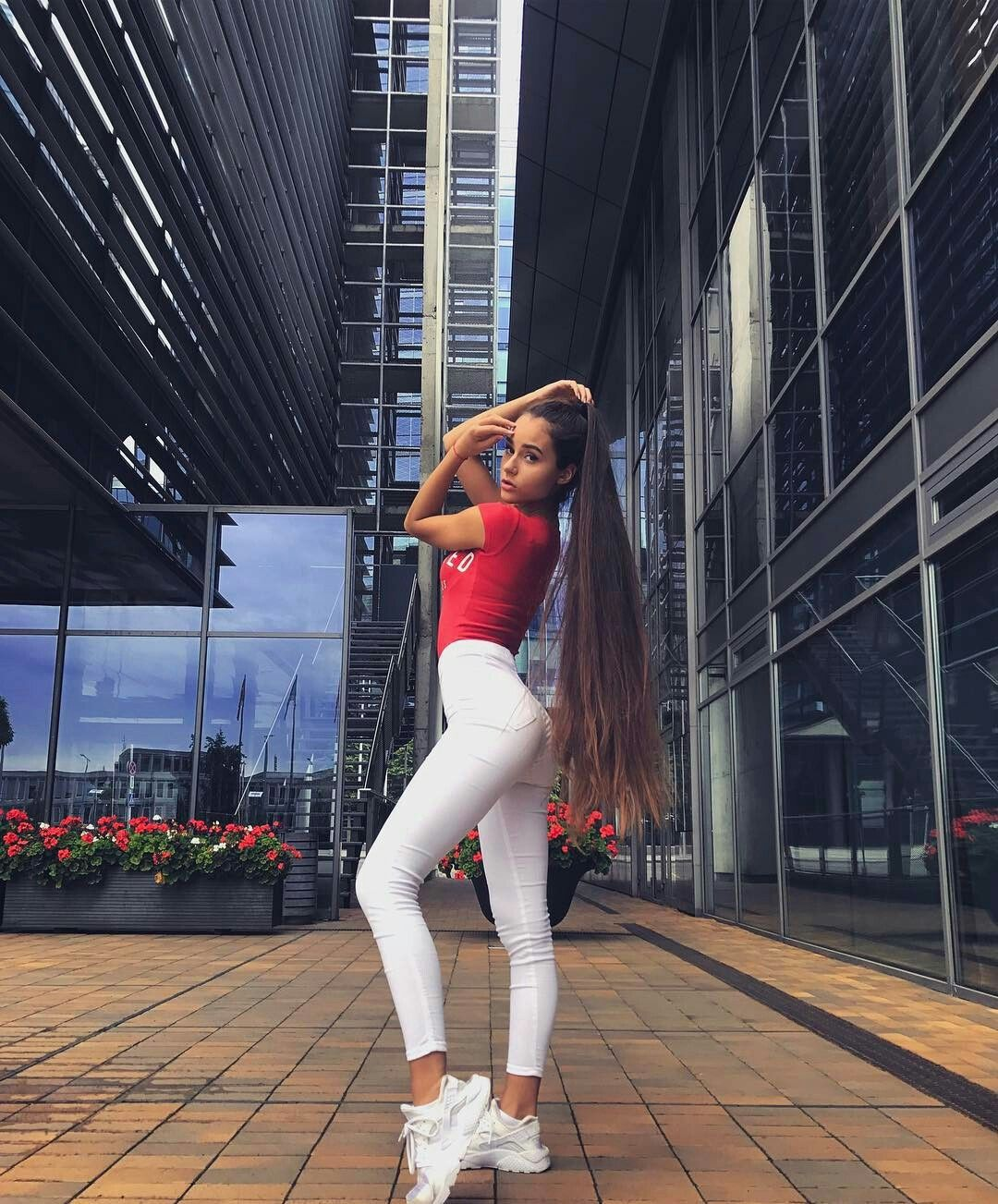Pin by Стоян Р on Rapunzel in 2020 | Long hair tumblr ...