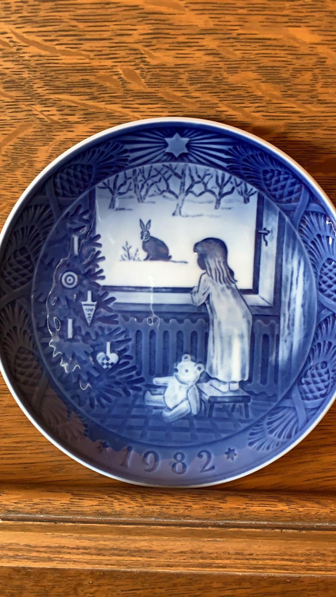 Waiting for Christmas 1982 Royal Copenhagen Christmas Plate