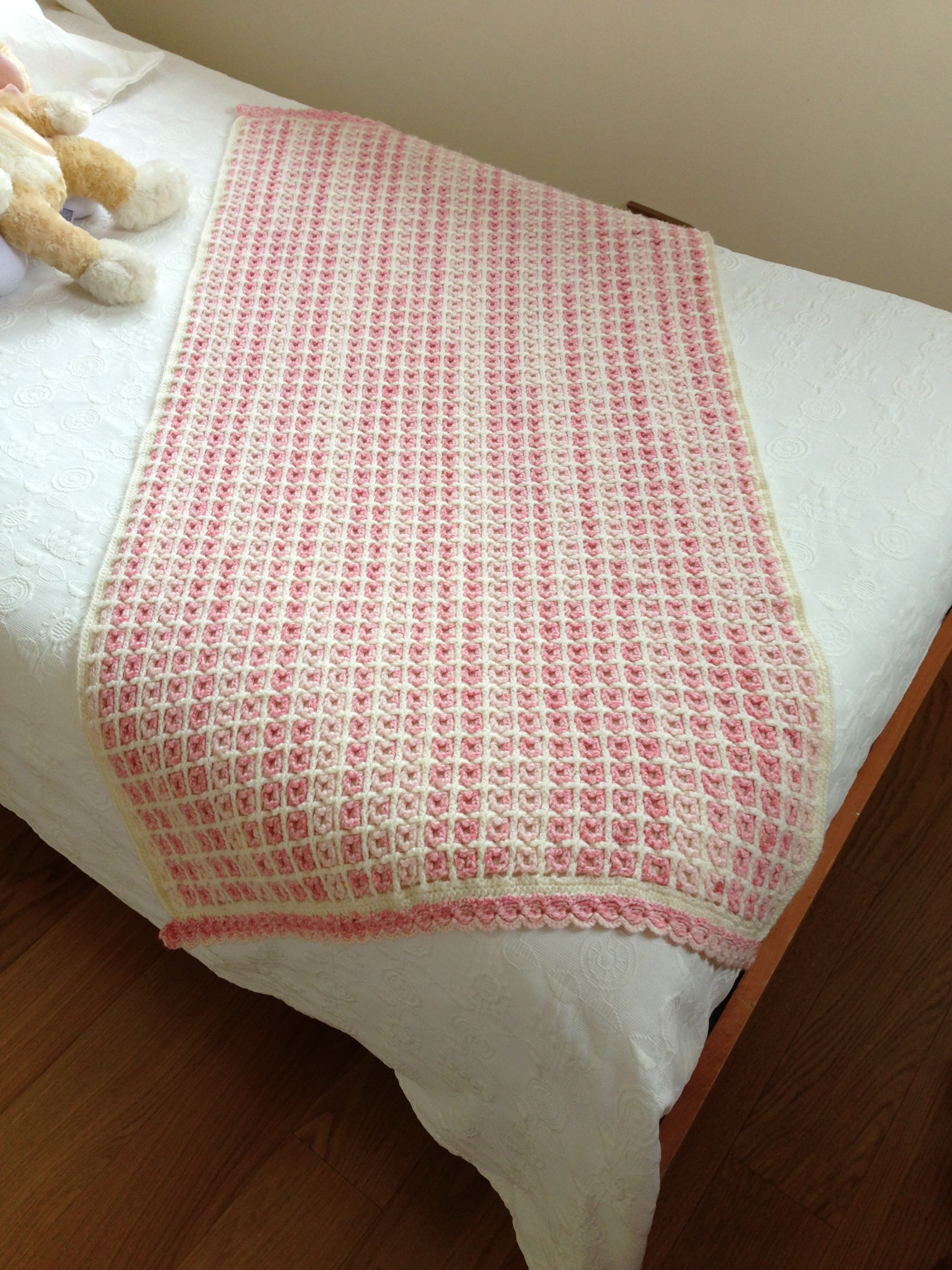 Pie de cama tejido a crochet en lana. Orilla en punto piña | اطقم ...