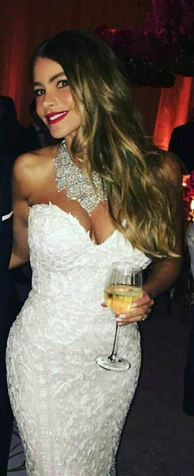80 Best Sofia Vergara Outfit Ideas Looks Dressfitme Sofia Vergara Wedding Dress Sofia Vergara Wedding Sofia Vergara Style