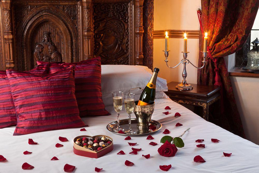 WARM ROMANTIC BEDROOM DECORATION IDEAS | Valentine theme