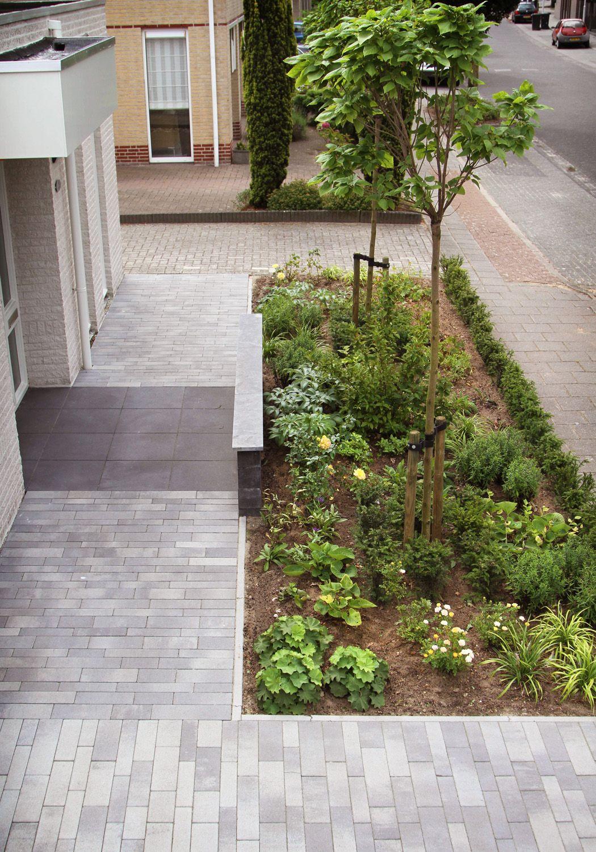 Deze tuin vormt een ware entree en visitekaartje voor het huis de bezoekers worden welkom - Deco entree in het huis ...