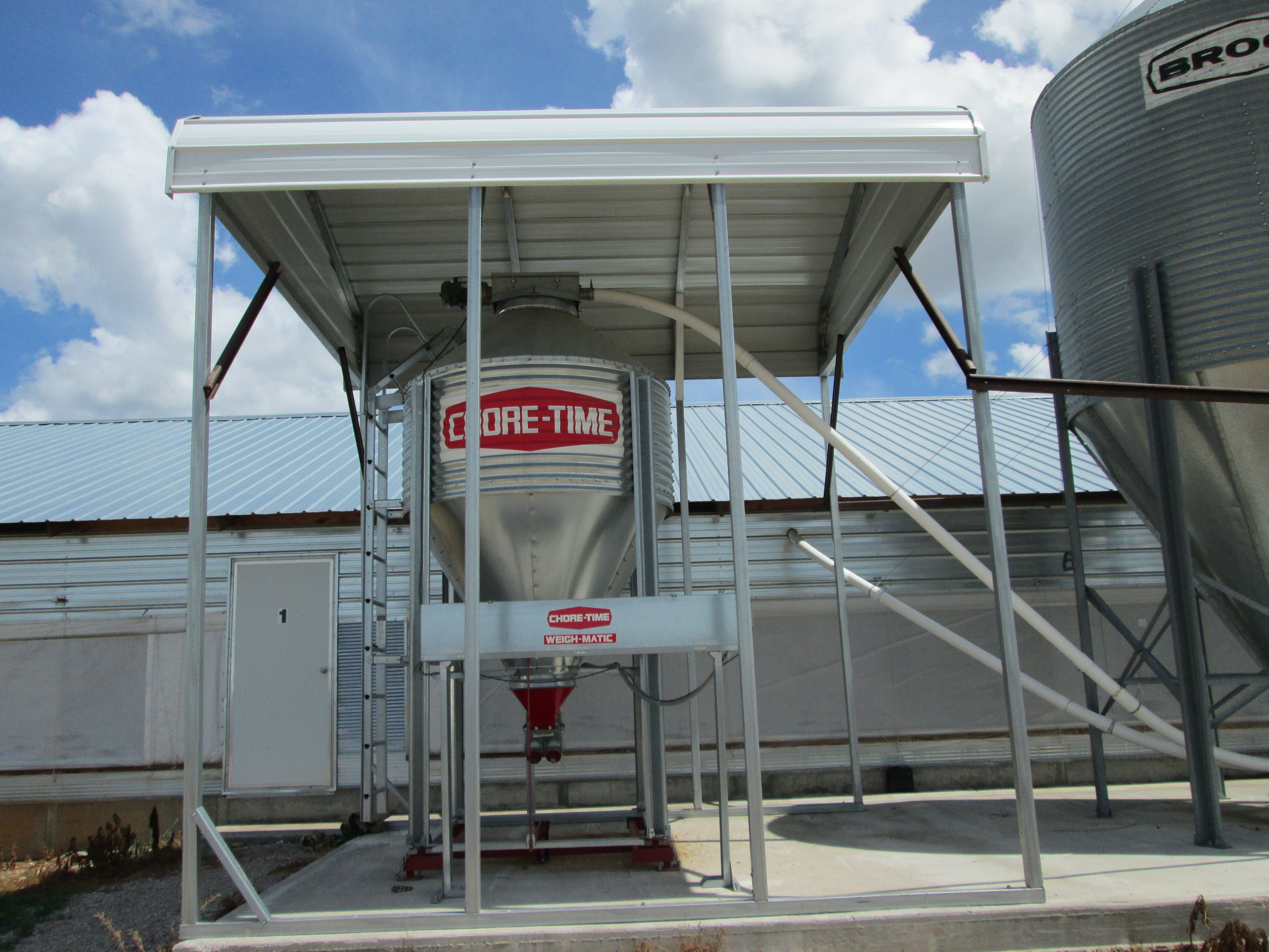 The small 3 ton weigh bin can be used to dispense preset feed