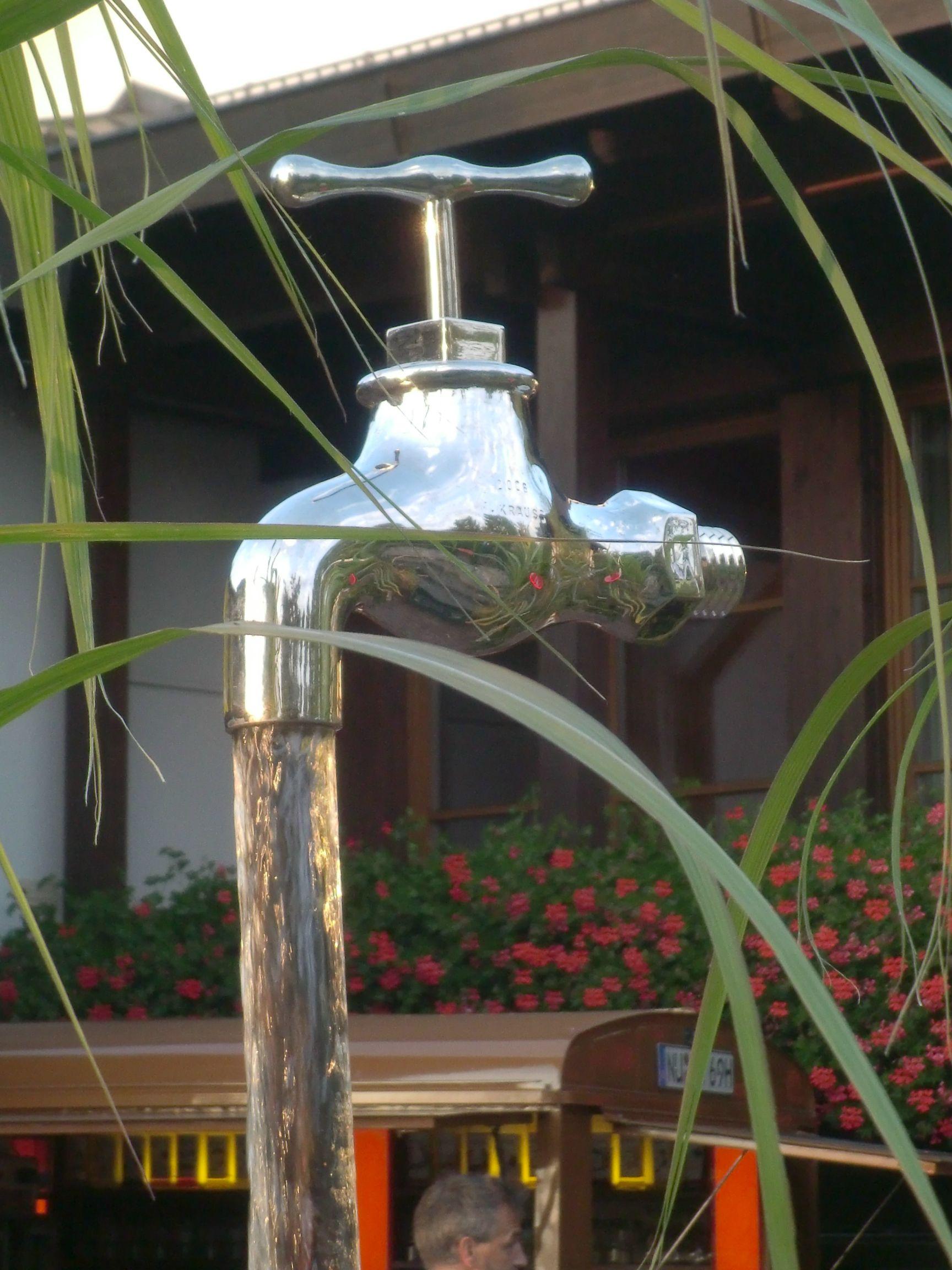 Schwebender Wasserhahn / Wasserpiel / Brunnen Wasserhahn