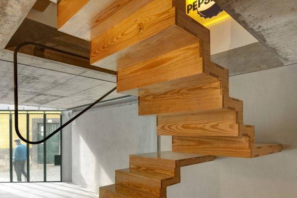 escalier en colima on pour chats escalier pinterest escaliers chalet escaliers en. Black Bedroom Furniture Sets. Home Design Ideas