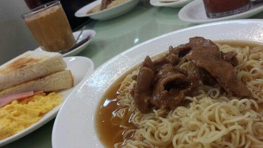 Satay beef and fresh scrambled eggs! @ 聯發茶餐廳, Kowloon City