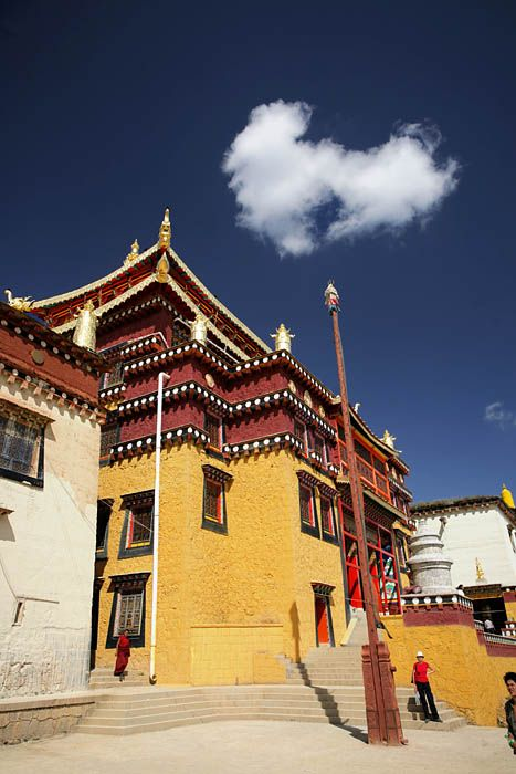 Ganden Sumetseling Gompa Monastery just north of Shangrila, Yunnan_ South China
