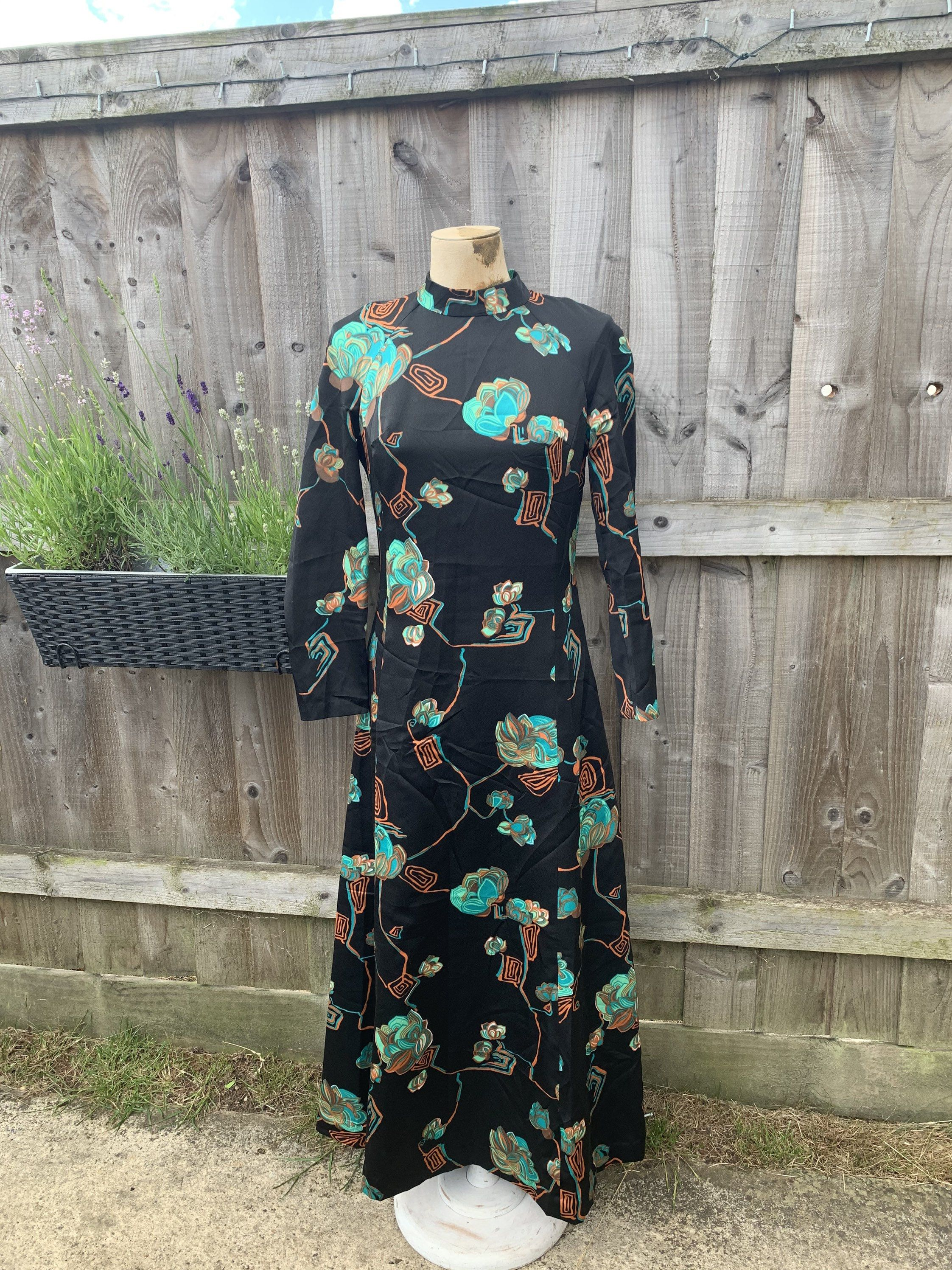 Vintage Maxi Dress 1970s Floral Maxi Green With Floral Design Etsy Vintage Maxi Dress Classic Summer Dresses Floral Maxi [ 2992 x 2244 Pixel ]