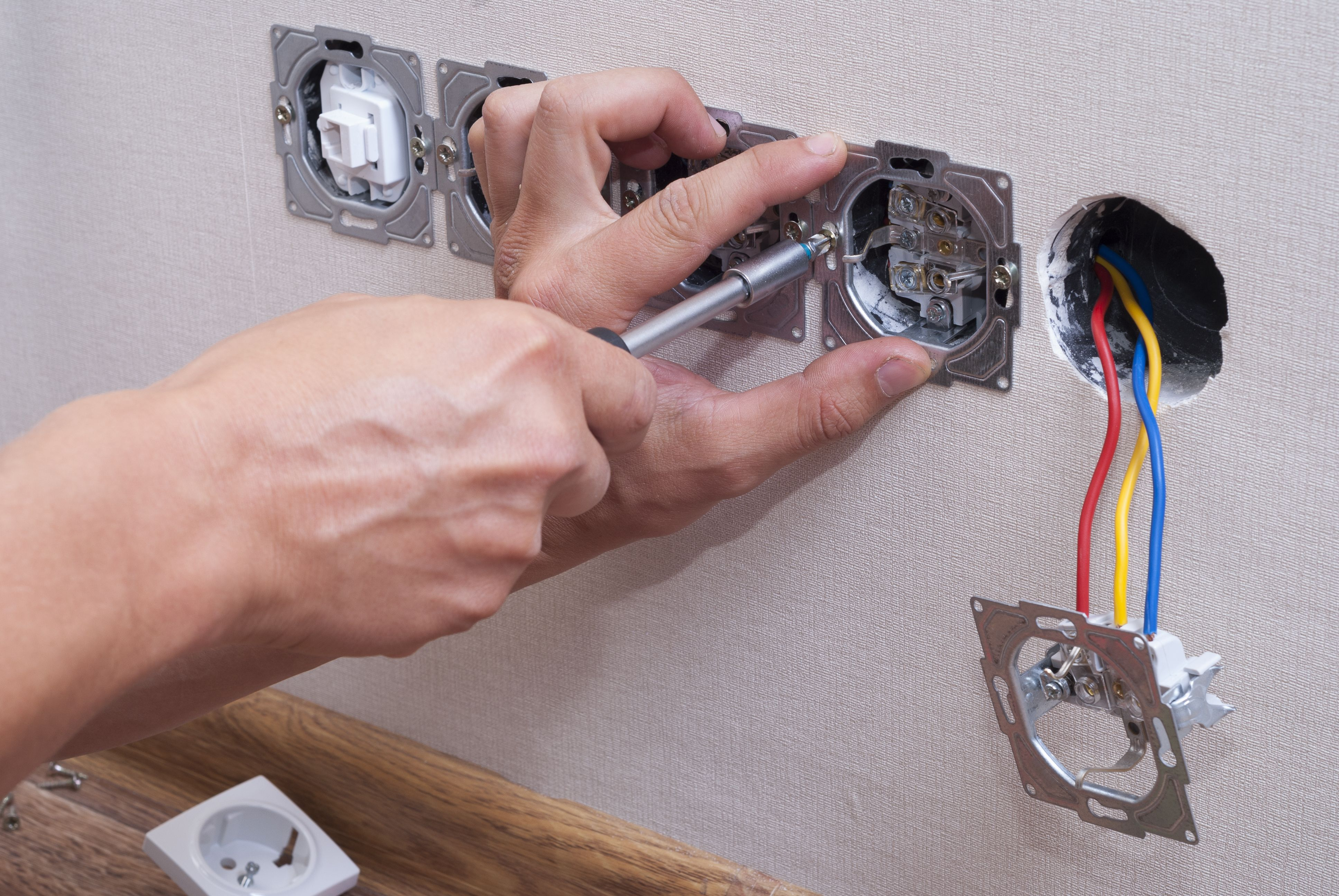 Replace The Old Electrical Fittings in Your Home