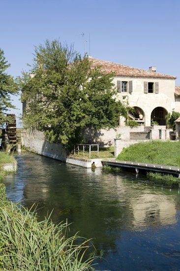 Medieval mill in Treviso, Italy | Places | Italian home, House ...