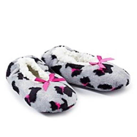 c56b677ee57 Fuzzy Babba slippers SM fit 5.5-7.5 Brand new with tag Super cute and soft  . Size SM fit women 5.5-7.5 price firm . ♏️er Cari for 13 Fuzzy babba Shoes  ...