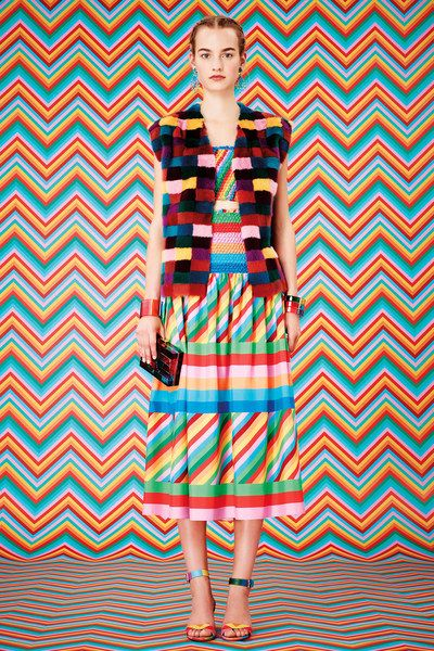 See the complete Valentino Resort 2015 collection.