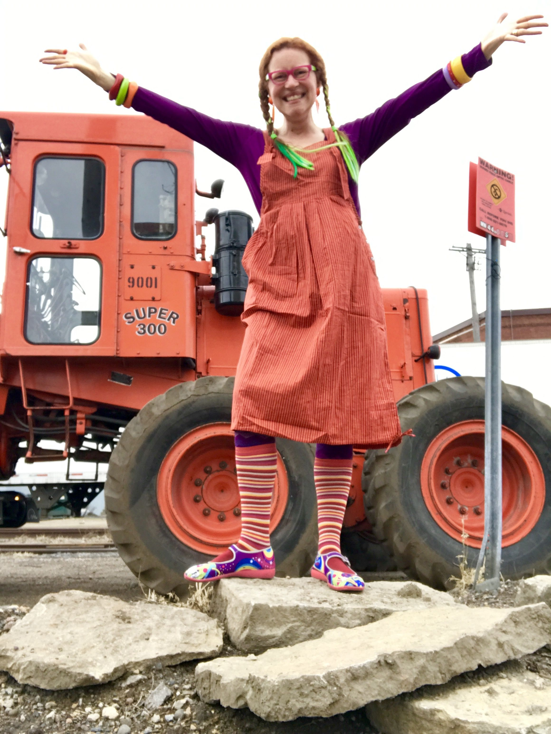 foto de Rachel Awes in Gudrun Sjoden summer 2017 chili striped