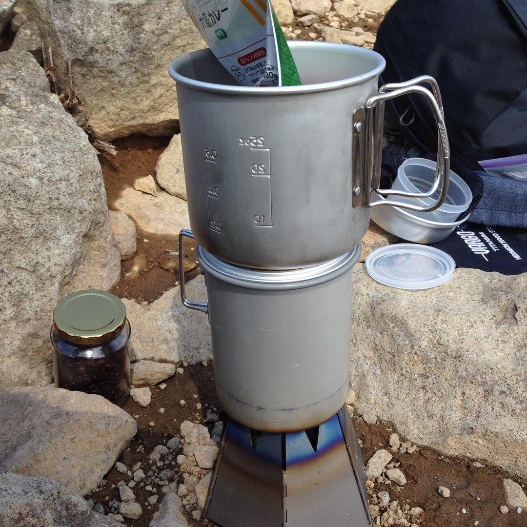 米を炊きつつ、重し代わりに置いたクッカーでカレーを温める技 ・ ・ ノ 登山 Snowpeak 山飯 トラン