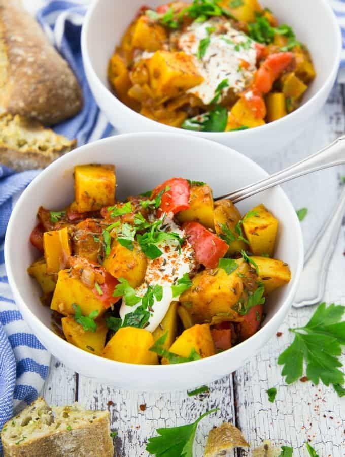 Veganes Gulasch mit Kartoffeln und Paprika #sausagepotatoes