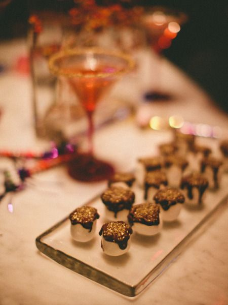 new year's party - chocolate-dipped marshmallows #holidayentertaining