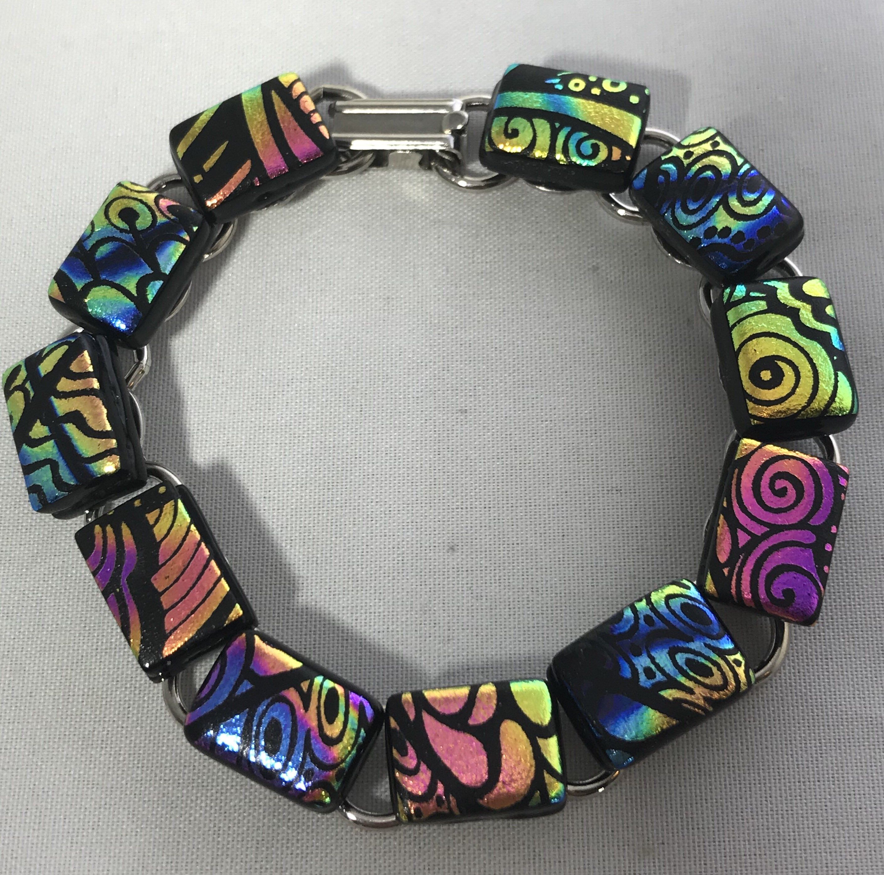 725 dichroic glass bracelet with standard closure by