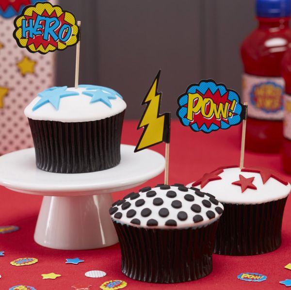 Coole Fähnchen im Super Hero Design um Cupckaes, Muffins oder Sandwiches toll zu verzieren.  Super Hero Comic Fähnchen bei www.party-princess.de