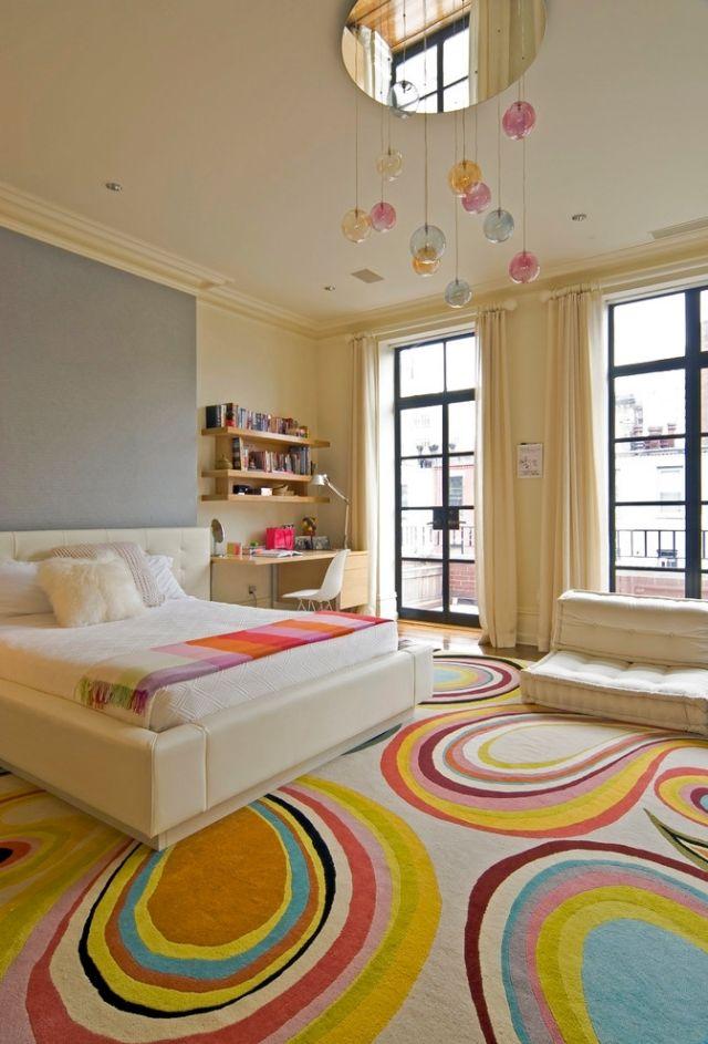 jugendzimmer für mädchen ideen-bunter-teppich-creme-wandfarbe
