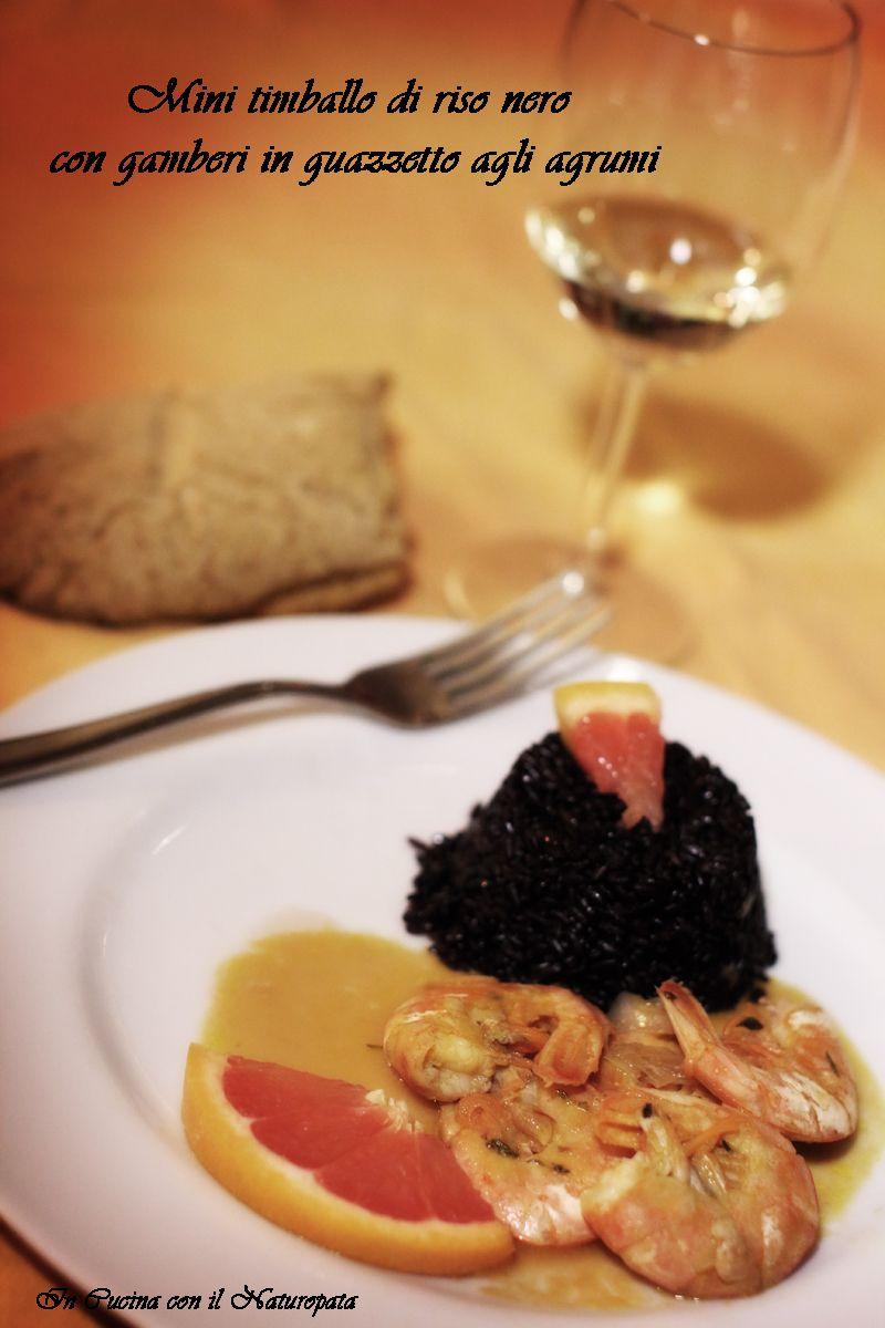 Mini timballo di riso nero con gamberi in guazzetto agli agrumi