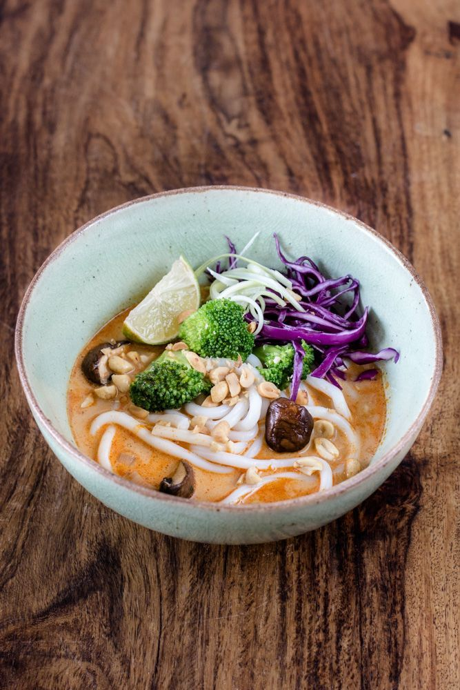 Udon Thai Curry Bowl - Simple, Fast and Delicious! -  Udon Thai Curry Bowl: Thick Udon noodles in a hot, sour, sweet, salty Thai curry broth. Add some ve - #Bowl #curry #Delicious #fast #fastfood #Simple #Thai #Udon