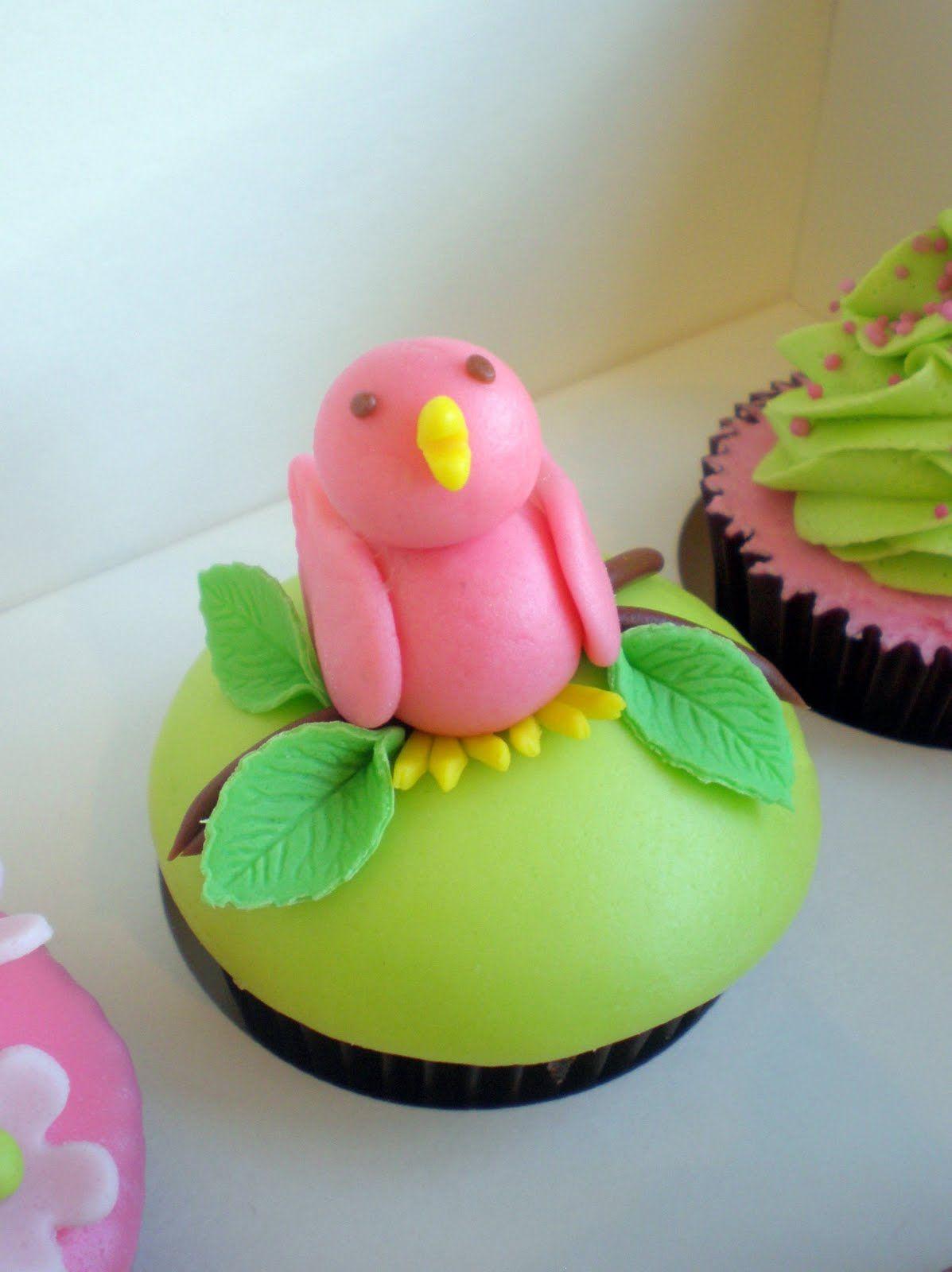 Love this fondant birdie!