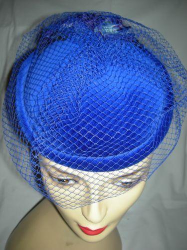 Vintage-70s-80s-bleu-net-trim-pilulier-burlesque-steam-punk-pill-box-hat-56cm