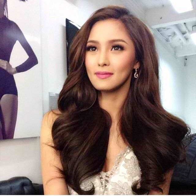 Fresh And Pretty Kim Chiu S Voluminous Locks Bridal Hair And Makeup Wedding Hair And Makeup Asian Bridal Makeup