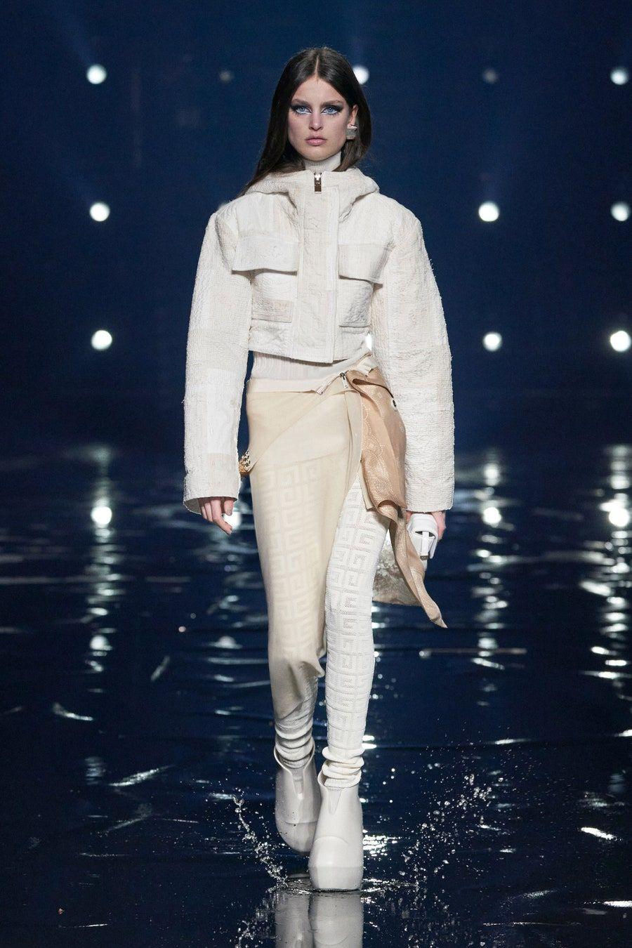 Givenchy Fall 20 Ready to Wear Fashion Show in 20   Fashion ...