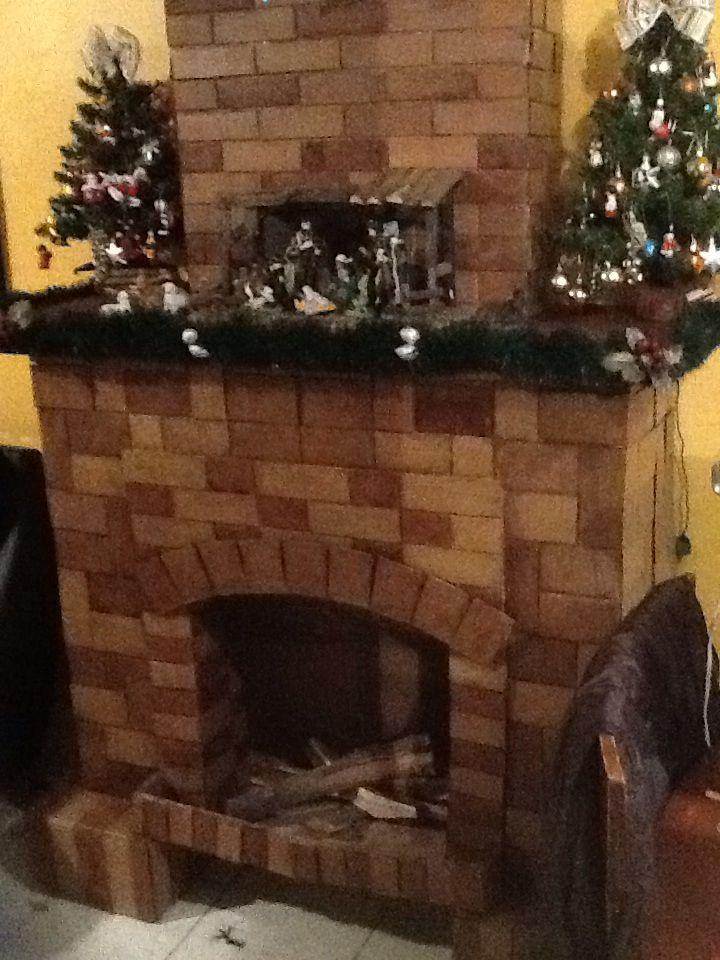 Chimenea de cart n con detalles reales como troncos y - Detalles de navidad ...