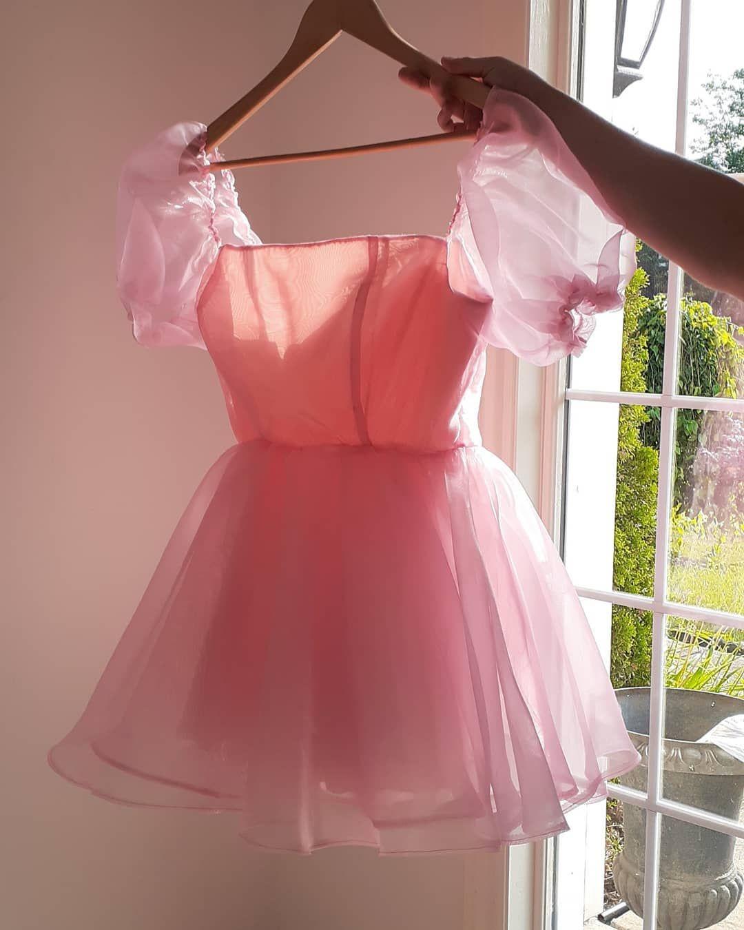 14++ Pink puff dress info