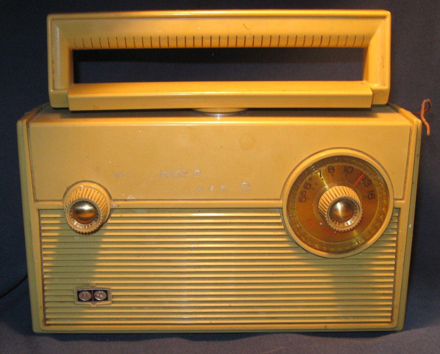 Motorola Power 9 Vintage Radio Door Vintagejewelsandmore Op Etsy Https Www Etsy Com Nl Listing 207989611 Motorola Power 9 Vintage Radio Radio S