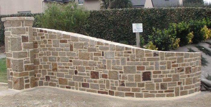 Mur et pilier en pierres de Ploudal Entrée portail Pinterest - Enduire Un Mur Exterieur En Parpaing
