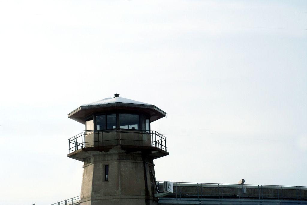 https://flic.kr/p/C2Lrs | IMG_3630.JPG | Tower 5 at the Nebraska State Penitentiary