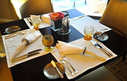 Restaurant Table Setup For All Day Dining At St Regis Doha Glass Dinnerware Solutions For R Restaurant Table Setting Fine Dining Restaurant Restaurant Tables