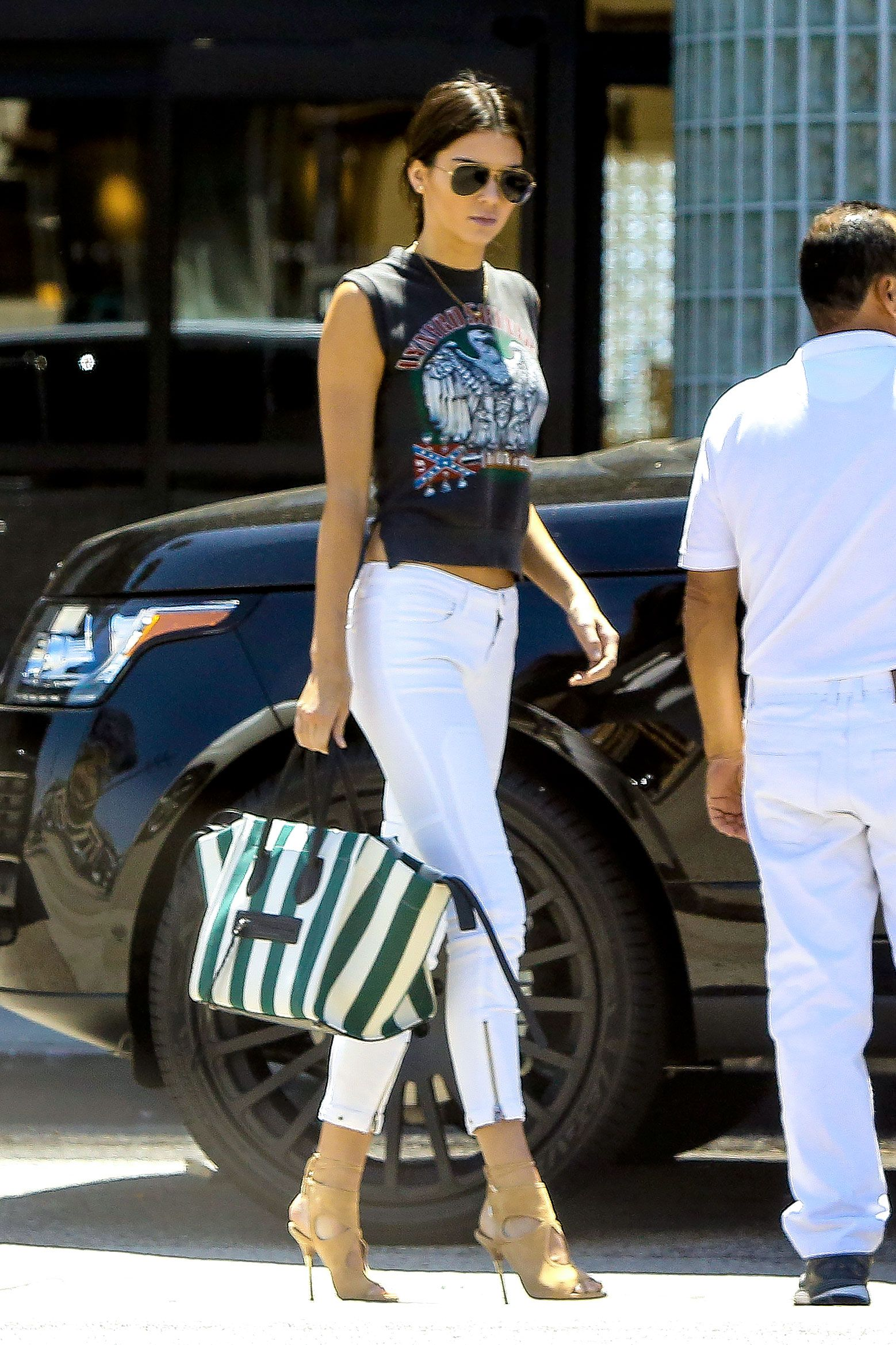 7c0e1a04bdfdc Kendall Jenner picks up Justin Bieber at Equinox gym in Woodland Hills