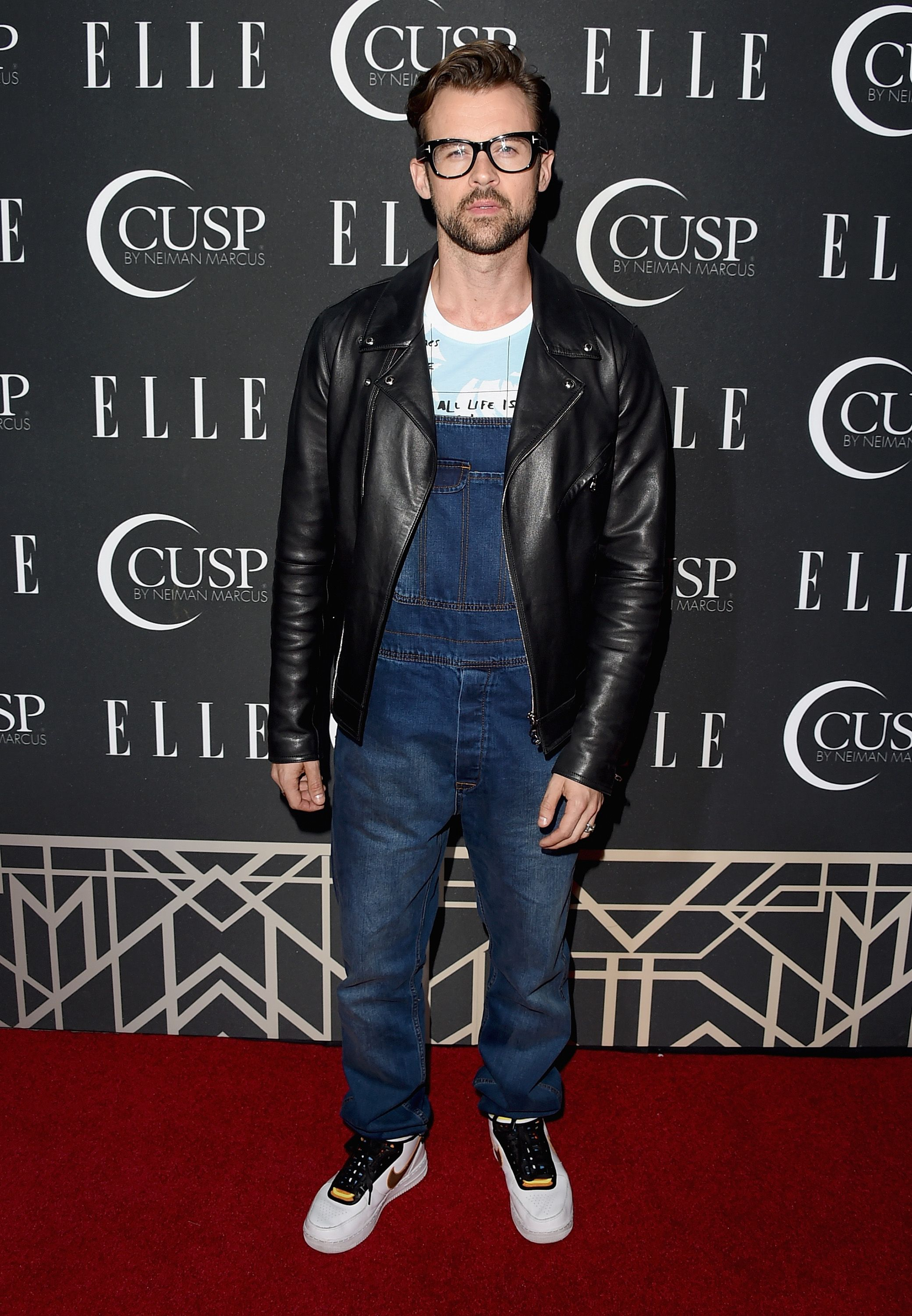 I absolutely love what this guy, Brad Goreski, chose to wear when he went up on the red carpet. Great iconoclastic style.