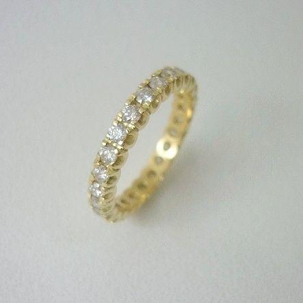 Aliança em ouro amarelo com diamantes de 5 pontos!