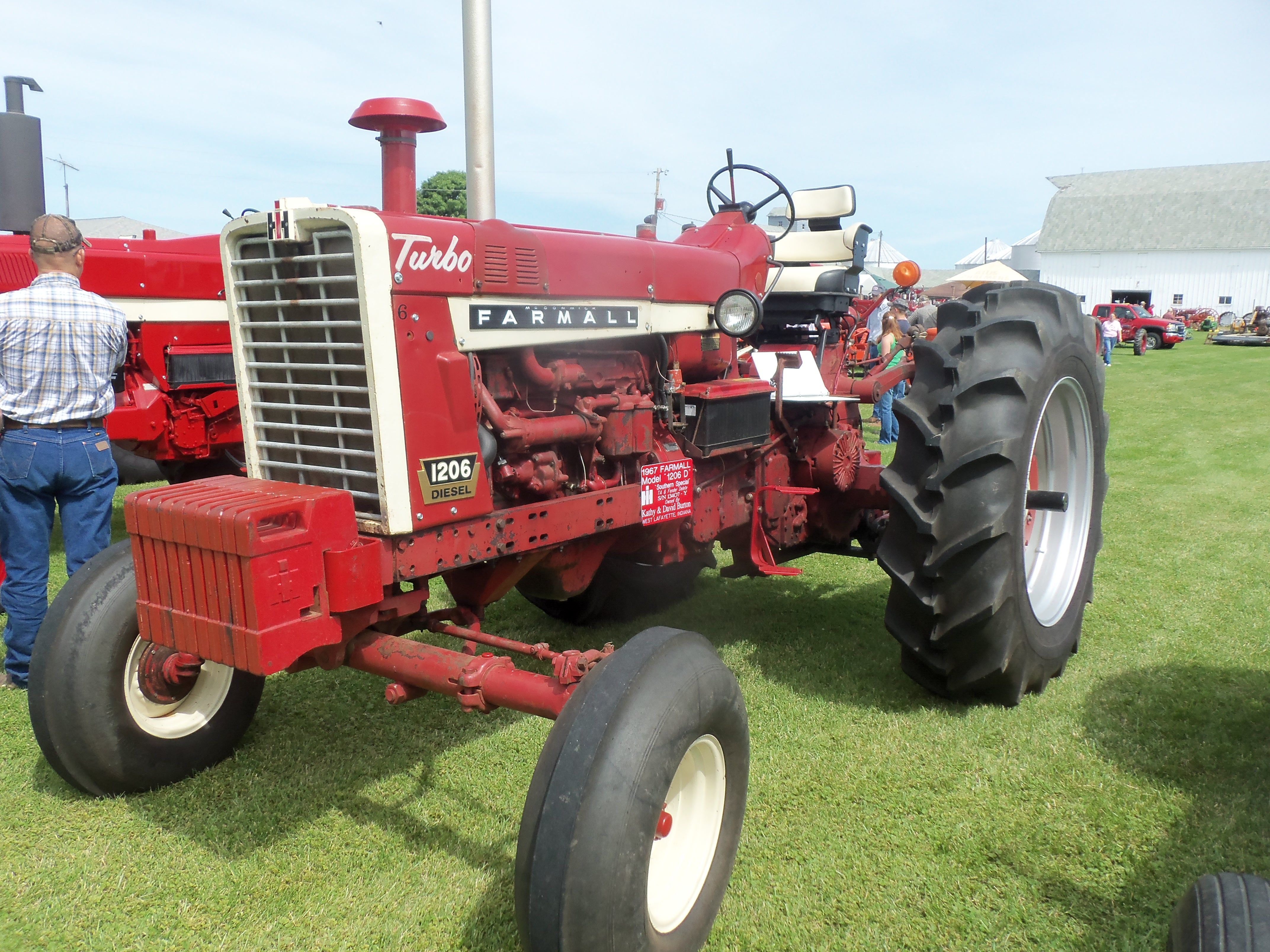 Farmall 706 Fenders : Dave kathy burton s farmall southern special with