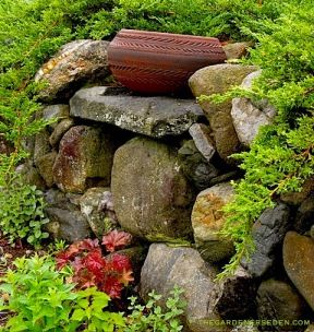 clay-bowl-retaining-wall-shelf