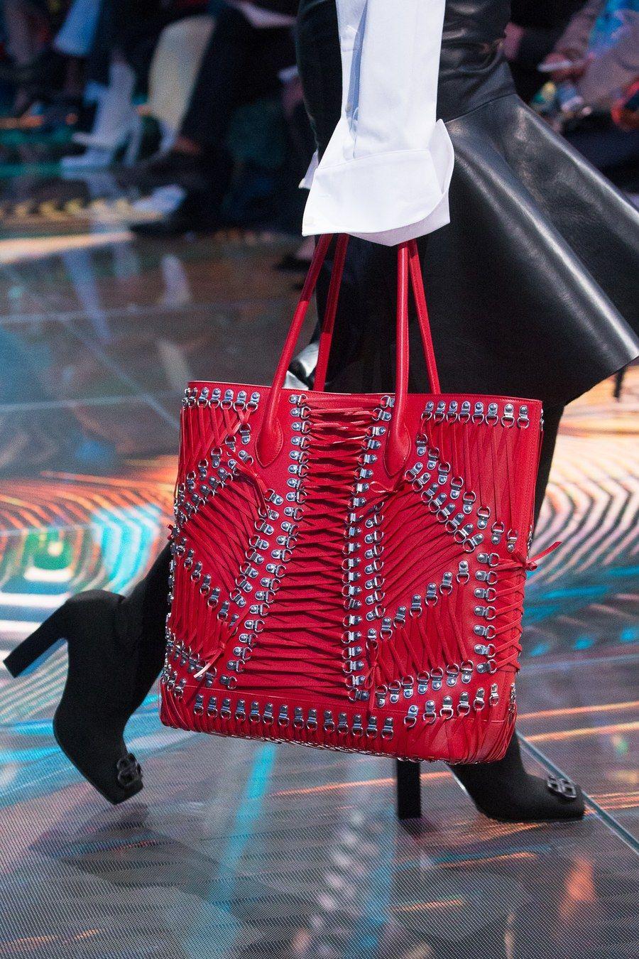 a08fe169c66f Balenciaga Spring 2019 Ready-to-Wear Fashion Show ekkor  2019