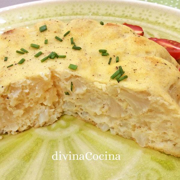 Este budín de coliflor se prepara con ingredientes sencillos y de forma fácil, puede servirse frío o caliente y es una forma diferente de comer verdura.