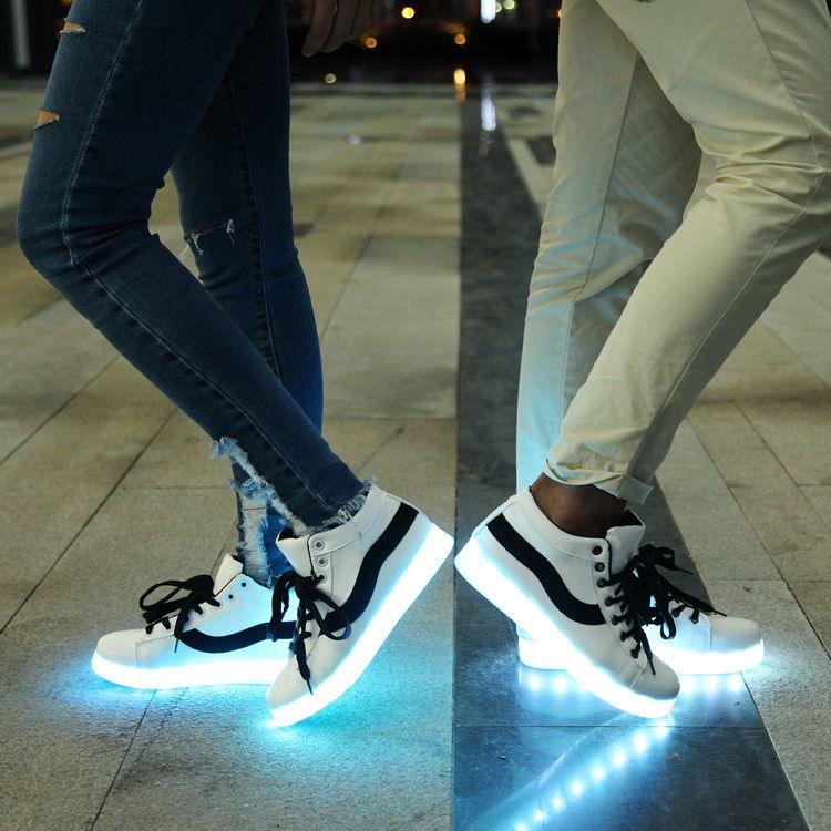 wholesale dealer 6f756 917cb Aliexpress.com  Comprar Led zapatos para adultos moda mujeres   hombres de  luz para arriba los zapatos para adultos más el tamaño de Color negro    rojo ...
