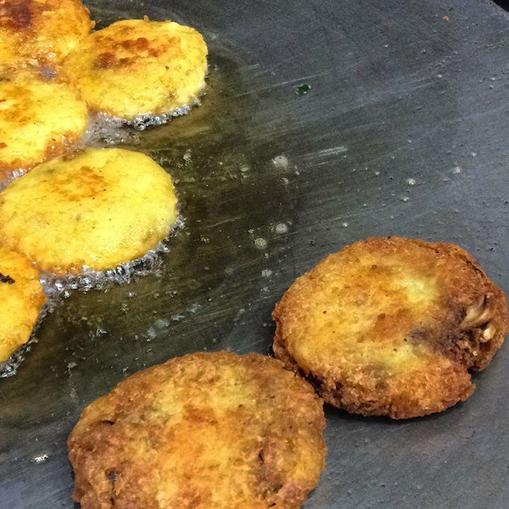 Freshly fried aaloo tikki is among one of favourite Indian snacks