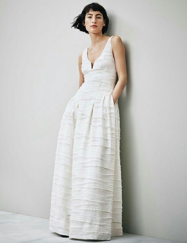 vestido de novia lowcost con tirantes, escote en pico profundo