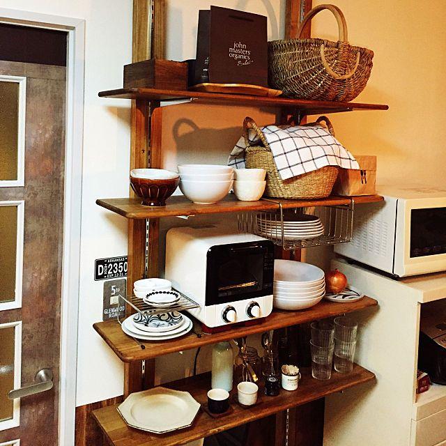 のキッチン棚diy ディアウォール棚 可動式の棚 レトロキッチン 賃貸diy などについてのインテリア実例を紹介 この写真は 2017 10 27 17 21 23 に共有されました キッチン棚 Diy ソファ Diy 作り方 カウンターキッチン 収納 Diy
