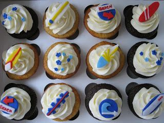 blue cupcake: Surfboard Cupcakes
