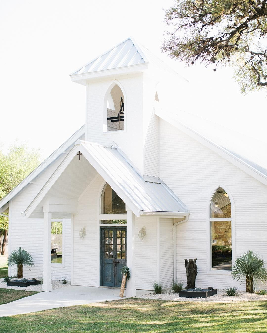 Little White Wedding Chapel Nestled In The Texas Hill Country Church Design Architecture Open Air Chapel Little White Chapel